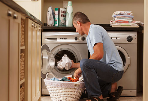man_doing_laundry